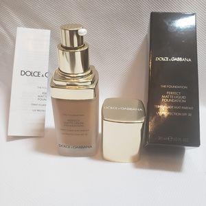 Dolce &Gabbana Matte Fluid Foundation Amber 148